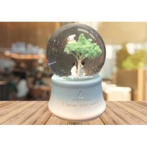 Ağaç Altında Sevgili Işıklı Müzikli Kar Küresi